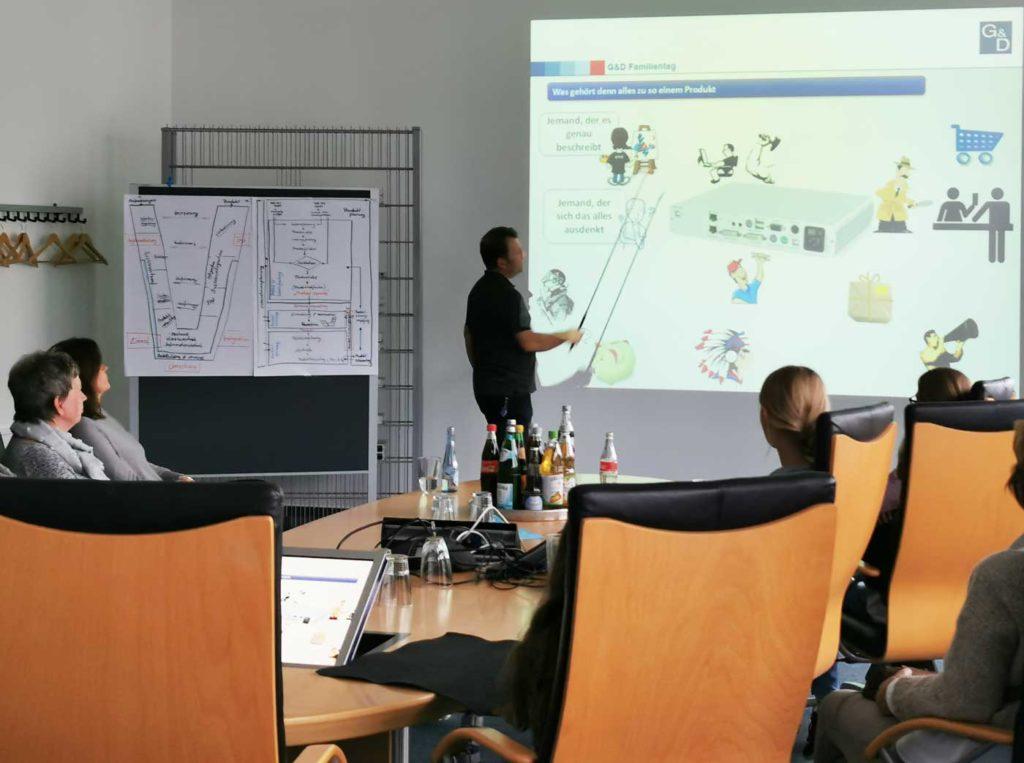 Hendrik Müller präsentiert KVM für Laien